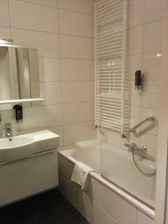 Amadore Hotel Restaurant De Kamperduinen: Bathroom