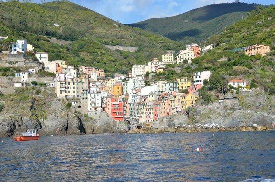 Trail 2: Riomaggiore from the sea