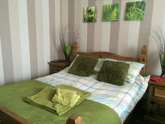 Croyland Guest House: Fantastic, friendly, free parking two minutes from town centre.