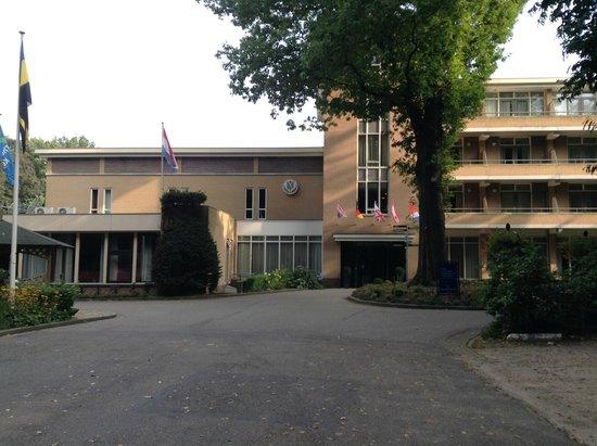 Fletcher Parkhotel Val Monte : どこが入り口か分からないほど広い。