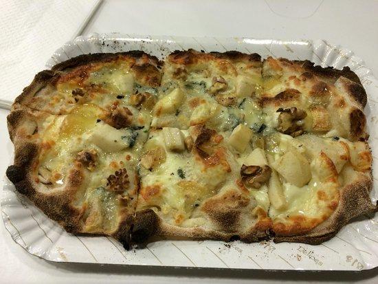 Pinse' Pomezia : Pizza ai quattro formaggi