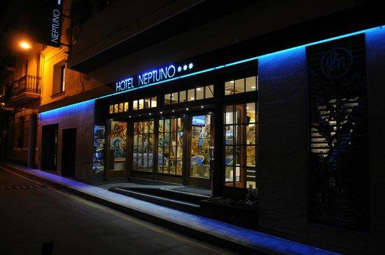 Hotel Neptuno & Apartments : Hoteleingang