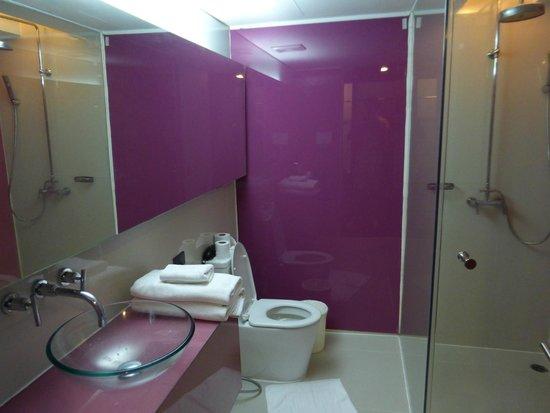 The Heritage Bangkok: The bathroom