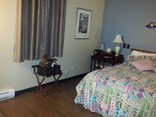 Auberge Manoir Ville-Marie: Room 109 - Queen Room