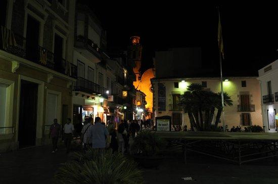 Hotel Neptuno & Apartments : Rathausplatz bei Nacht