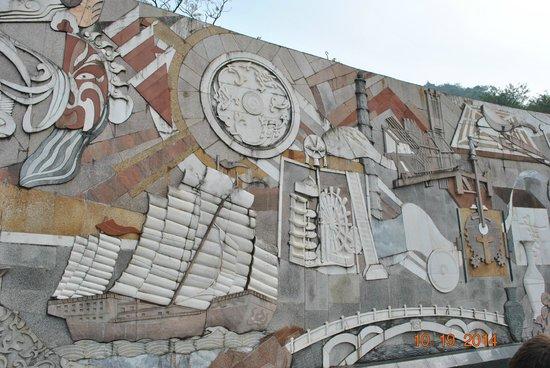 Seven Star Park (Qixing Gongyuan): Beautiful wall sculptures reflecting the history pof China