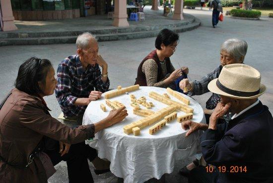 Seven Star Park (Qixing Gongyuan): Mah jong...with no cards!