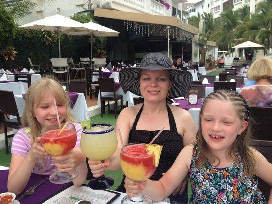 Eddie's Place Nopal Beach : Cocktail time