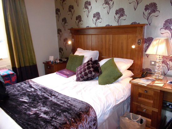 Hardwick Hall Hotel, BW Premier Collection: A delightfully comfy bed!