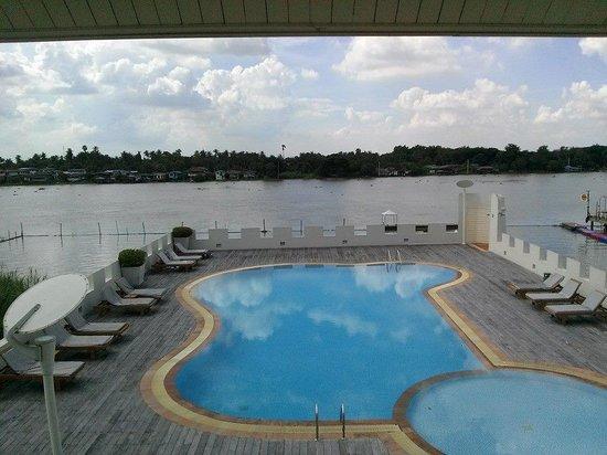 Buddy Oriental Riverside Pakkred: riverside swimming pool