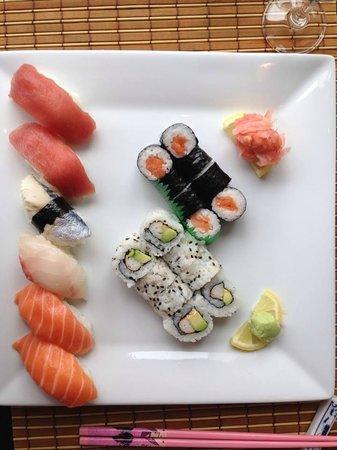 sakura: Assortiment de Sushis, California Makis, Makis au saumon