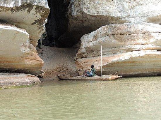 Tsingy de Bemaraha Strict Nature Reserve: Entrance to cave on river