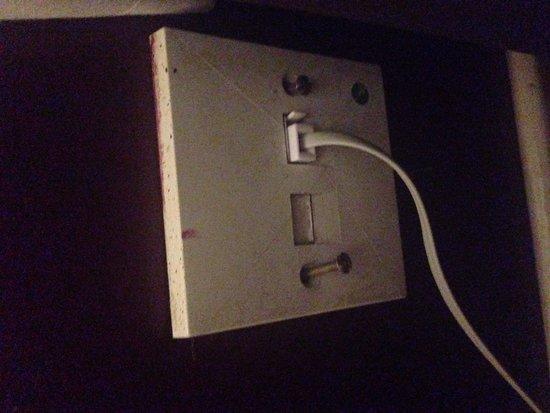 The Bridge Hotel: Broken socket