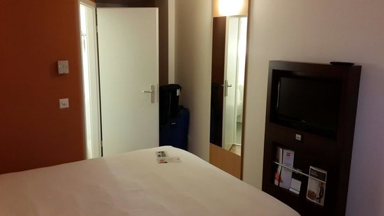 ibis Geneve Centre Nations: Another view for double bed room
