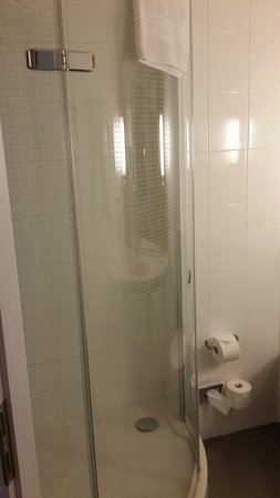ibis Geneve Centre Nations: Shower