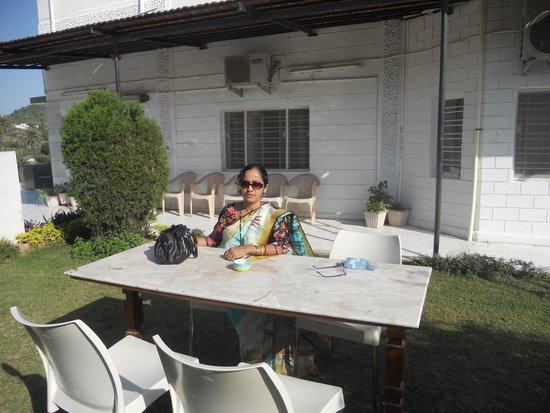Hotel Karnavati: In the garden of the Hotel