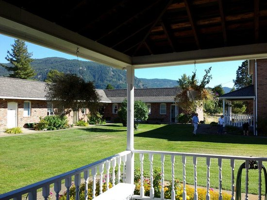 Doukhobor Discovery Centre: The grounds