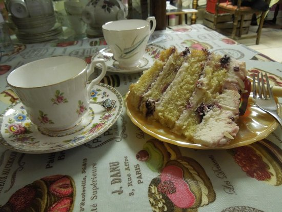 Frumenty & Fluffin: Tea and cake!