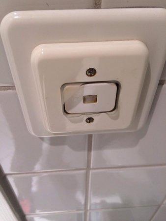Lichtschalter Im Bad Er Sollte Eigentlich Eine Plastik Schutzhulle