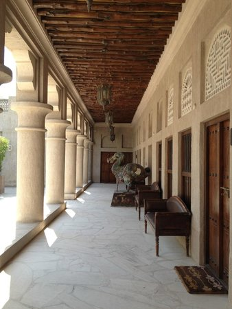 Barjeel Heritage Guest House : Courtyard and rooms