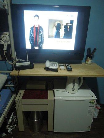 ข้าวสาร โซล อินซาดง: Hair Dryer, TV with DigiBox, Wi-Fi Router, Telephone, Ref, & Water Heater  - all available for f
