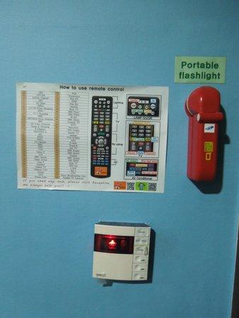 ข้าวสาร โซล อินซาดง: Guide on how to Use the Universal Remote Control and Emergency Flashlight