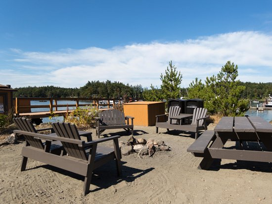 Snug Harbor Resort & Marina: One of our firepits