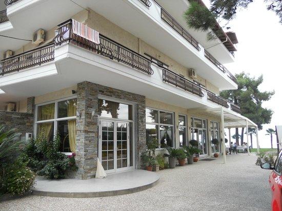 Paralia Panteleimonos, Hellas: Вход в отель