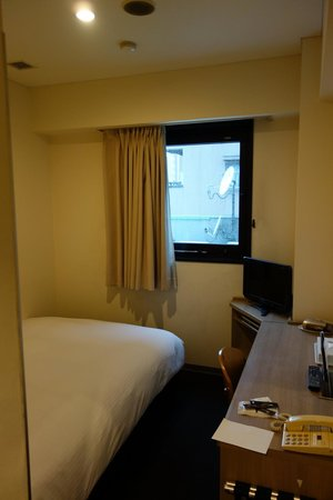 Haneda Inn: Another view of the room