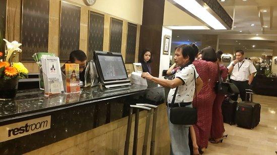 Garuda Plaza Hotel: Checkin...