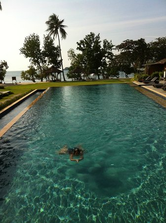 Gajapuri Resort & Spa: Pool+beach