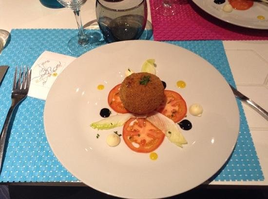 La Ruche : Starter, similar to a scotch egg but with fish
