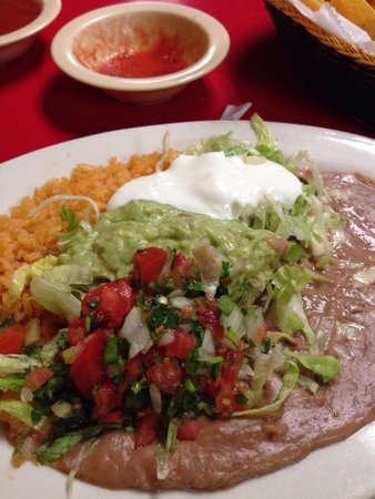 El Tapatio: The side plate.  Love that it included guacamole!