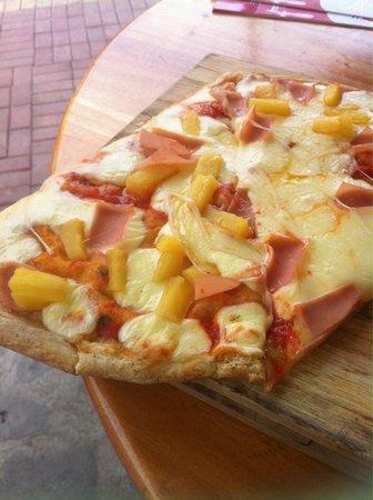 PIZZA.EAT: Dünner Boden, frische Ananas