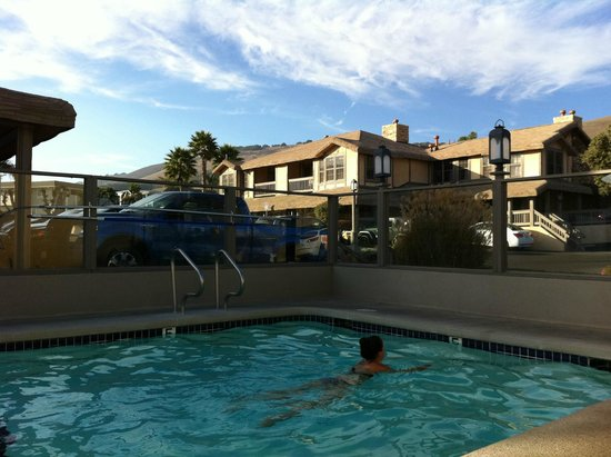 pool am parkplatz picture of cottage inn by the sea pismo beach rh tripadvisor com sg Cottage Inn Pismo California Pismo Beach Hotels