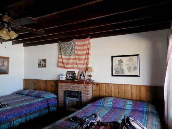 Tombstone Sagebrush Inn: John Wayne Suite