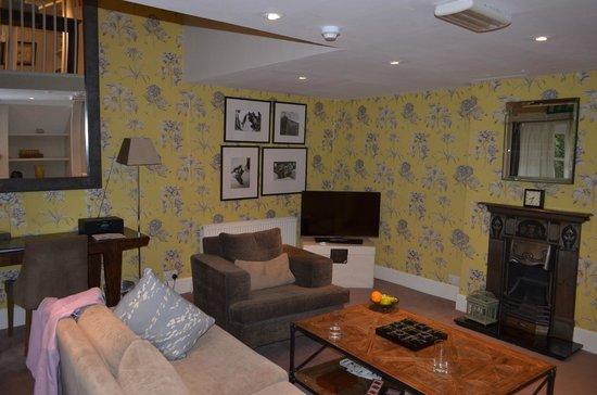 Eleven Didsbury Park: Suite Lounge