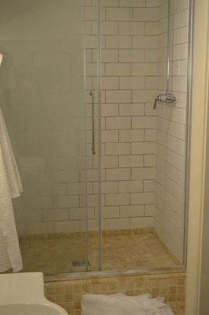 Eleven Didsbury Park: Shower