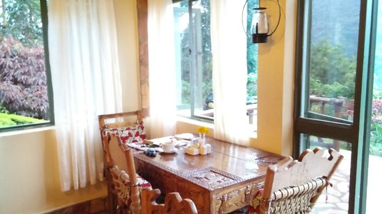 Silverback Lodge : My little table by the window - perfect for just me!
