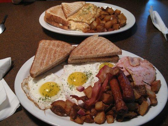Bruno's Bar & Grill: Mountain Breakfast & Bruno's omlette