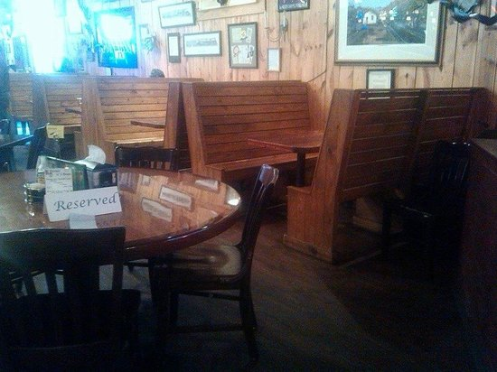 Whistle Post Tavern: interior
