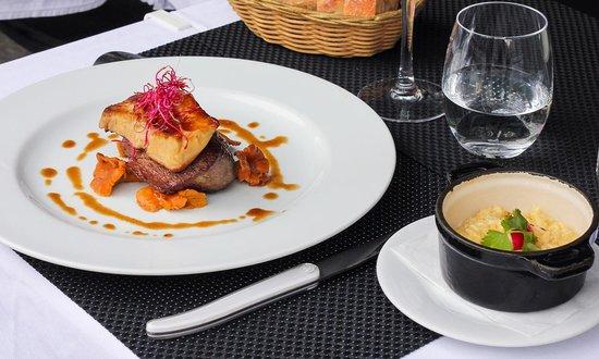 filet de boeuf au foie gras r ti picture of la violette. Black Bedroom Furniture Sets. Home Design Ideas