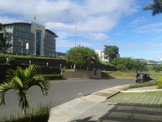 Wyndham Garden San Jose Escazu: A la salida del hotel