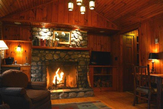 Migis Lodge: living room of Cove I