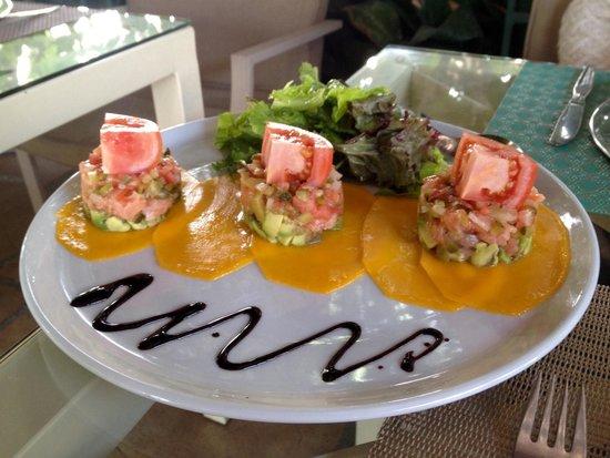Alcadima Restaurante: Carpaccio de salmón y aguacate sobre base de mango