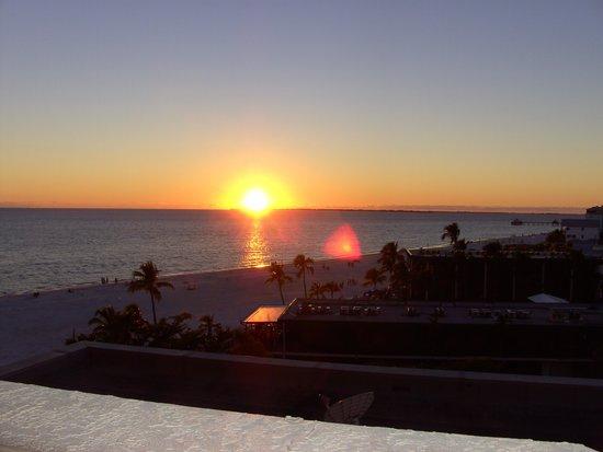 DiamondHead Beach Resort: Evening sunset
