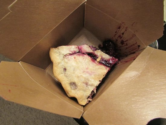 Green Springs Inn and Mountain Cabins Restaurant : Don't miss the pies! This one is marionberry