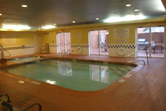Fairfield Inn & Suites Dallas North by the Galleria: Indoor Pool