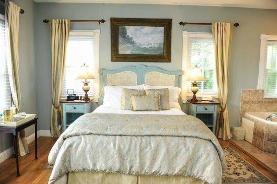 Bayfront Westcott House Bed & Breakfast: Anastasia