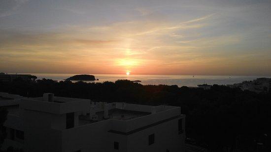 Invisa Hotel Ereso : sun rise from room